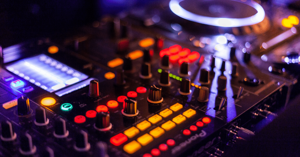 5 Tips To Hiring The Best Wedding DJ